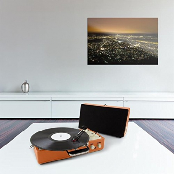 Auna Nostalgy Buckingham Kofferplattenspieler 50er Jahre Retro Schallplattenspieler im Koffer ( inkl. Tonabnehmersystem, 3 Geschwindigkeiten, Holz-Gehäuse mit Kunstleder-Bezug, AUX-IN, tragbar) orange - 2