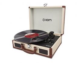 Ion Audio Vinyl Motion Deluxe   Transportabler Retro Koffer Plattenspieler mit USB Digital Encoder + wiederaufladbarem Akku - inkl. Converter Software (MAC/PC) - Cremefarben - 1