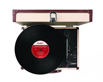Ion Audio Vinyl Motion Deluxe | Transportabler Retro Koffer Plattenspieler mit USB Digital Encoder + wiederaufladbarem Akku - inkl. Converter Software (MAC/PC) - Cremefarben - 4
