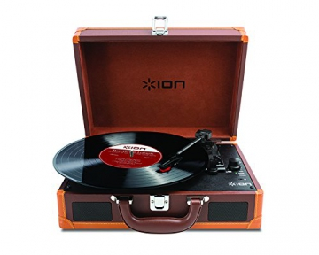 Ion Audio Vinyl Motion Deluxe | Transportabler Retro Koffer Plattenspieler mit USB Digital Encoder + wiederaufladbarem Akku - inkl. Converter Software (MAC/PC) - Braun - 1