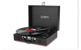 Ion Audio Vinyl Transport | Transportabler Retro Koffer Plattenspieler mit eingebauten Stereo Lautsprechern - kann auch über AA Batterien betrieben werden - 1